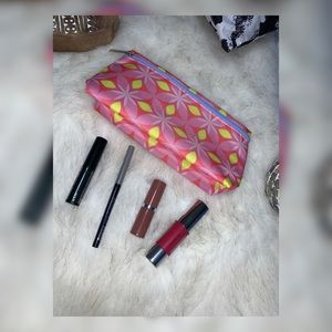 Clinique Make Up Samples With Pouch